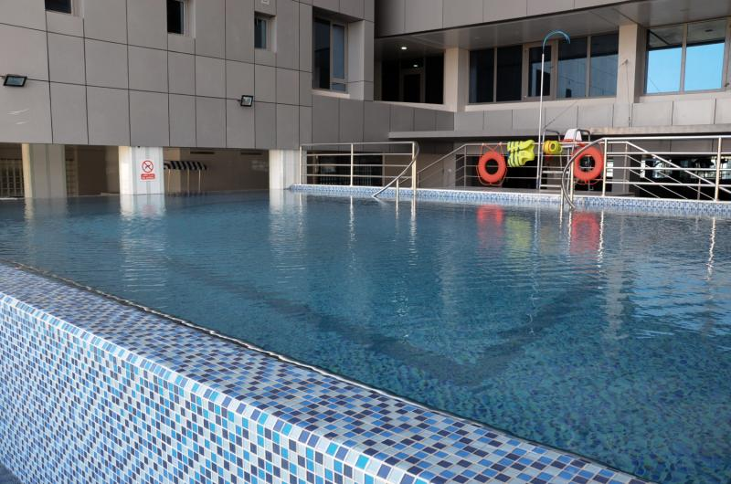 Ramada Hotel & Suites Amwaj Islands Hallenbad