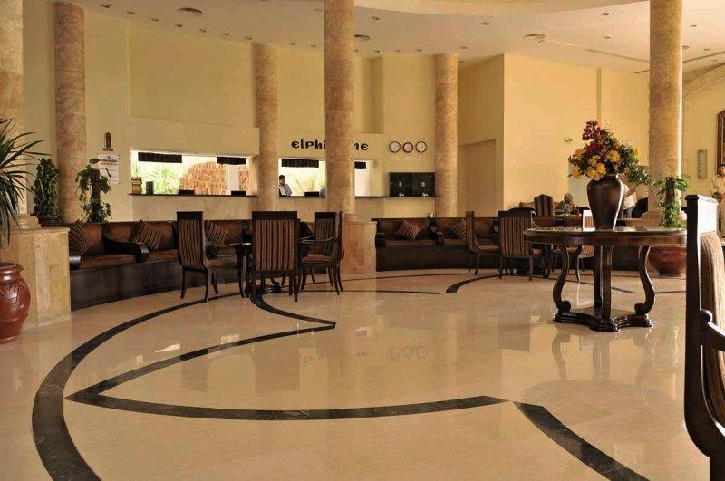 Elphistone Resort Lounge/Empfang