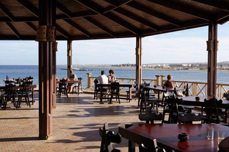 Three Corners Equinox Beach Resort Terrasse