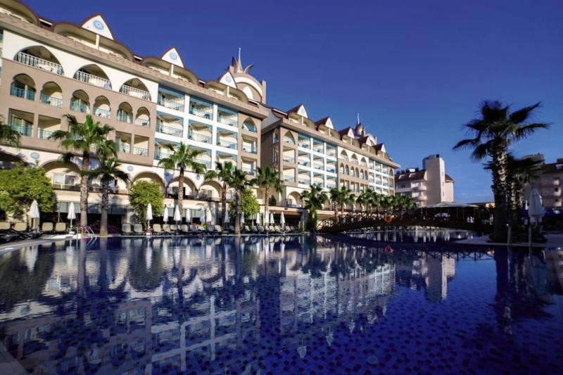 Side Crown Palace Pool