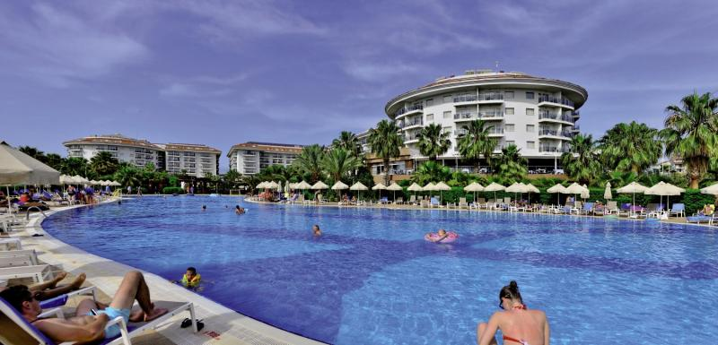 SunConnect Sea World Resort & Spa Pool
