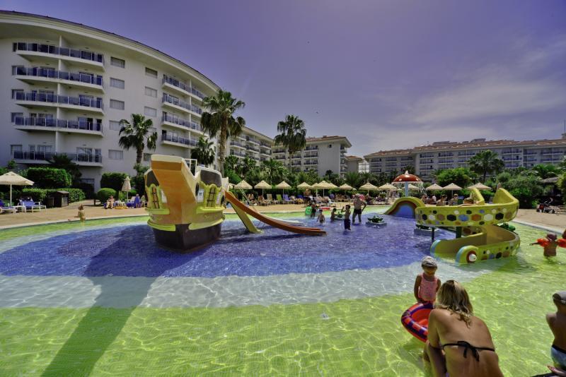 SunConnect Sea World Resort & Spa Garten