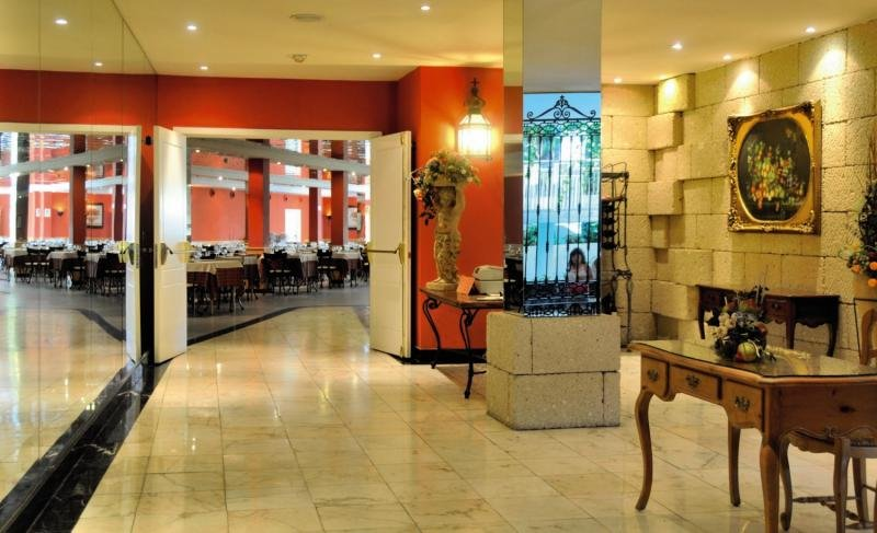 La Quinta Park Suites & Spa Bar