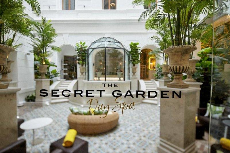 Mystery Hotel Budapest Terrasse