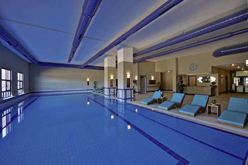 Karinna Hotel Convention & Spa Hallenbad