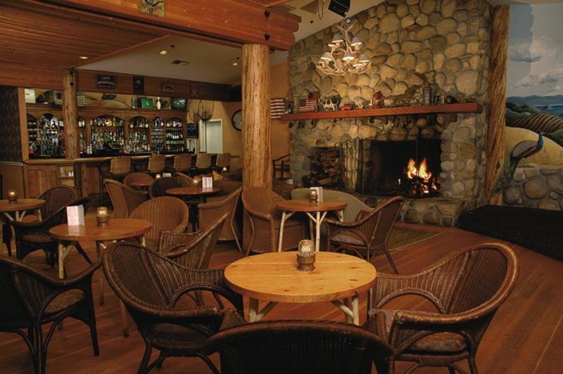 Cambria Pines Lodge Bar