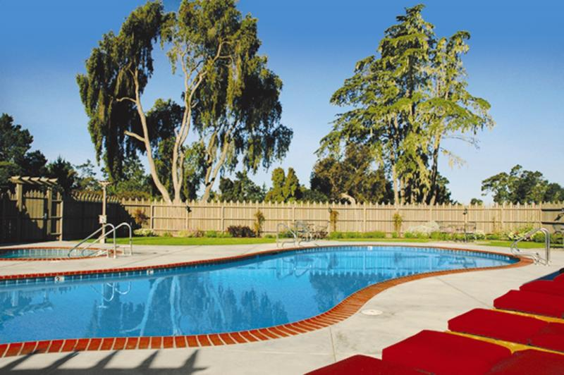 Cambria Pines Lodge Pool