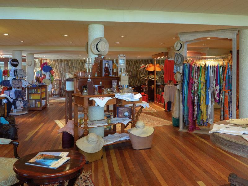 Royal Palm Beachcomber Luxury Bar