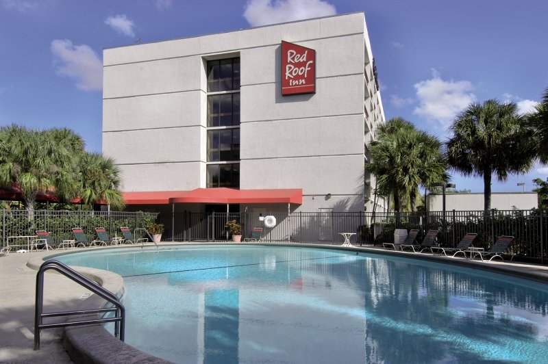 Red Roof PLUS+ Miami Airport Außenaufnahme