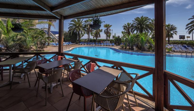 Golden Taurus Aquapark & Resort Terrasse