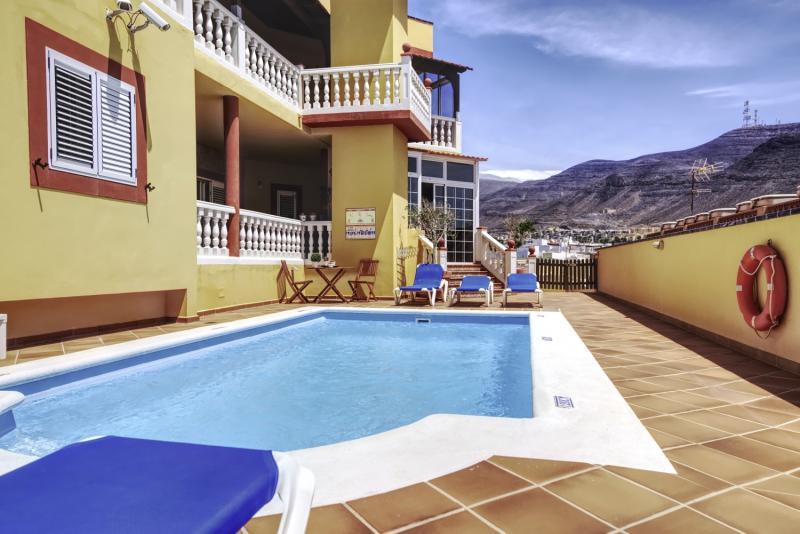 Hotel La Colina Pool
