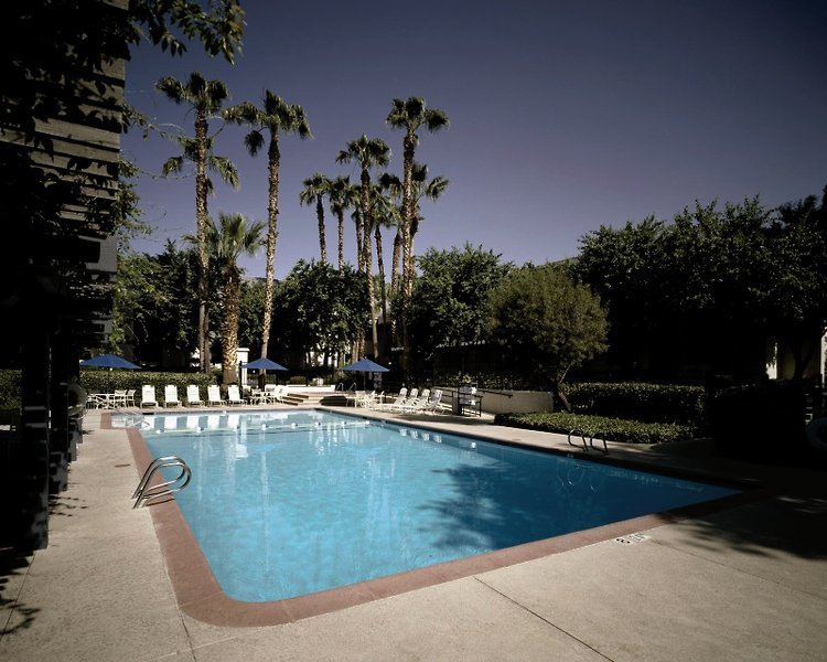 Four Points by Sheraton Bakersfield Pool