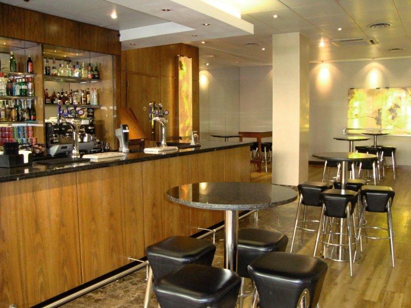 Central Park Hotel - Queensborough Terrace Bar